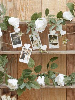 Girlande mit weißen Rosen