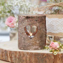 Teelichthalter aus Holz mit Herzausschnitt